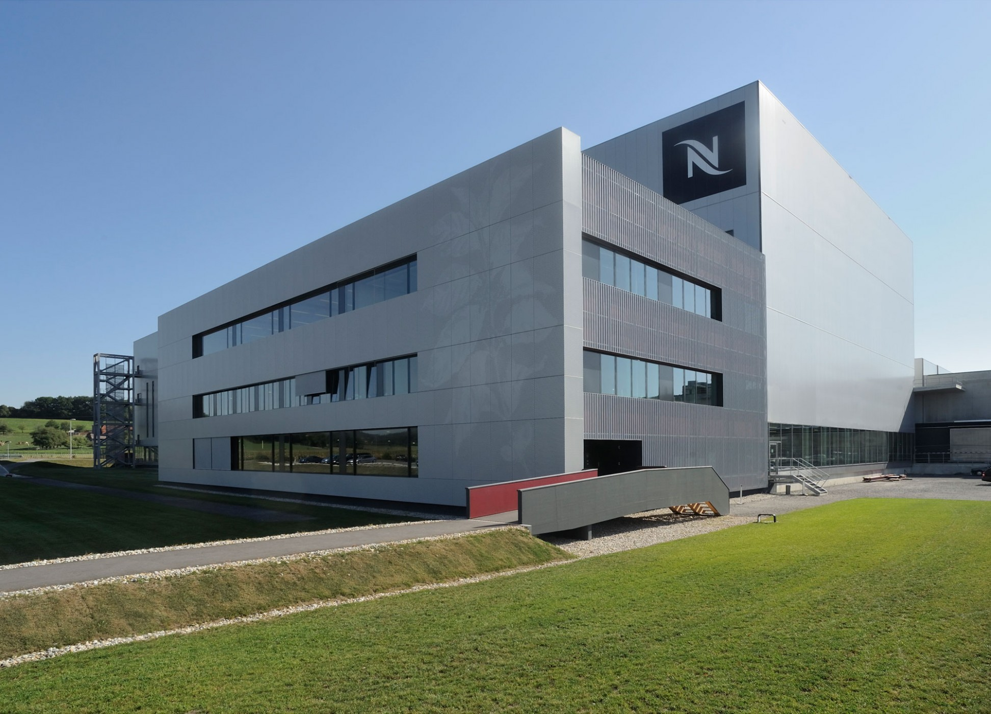 concept consult architectes nespresso production and distribution centre. Black Bedroom Furniture Sets. Home Design Ideas
